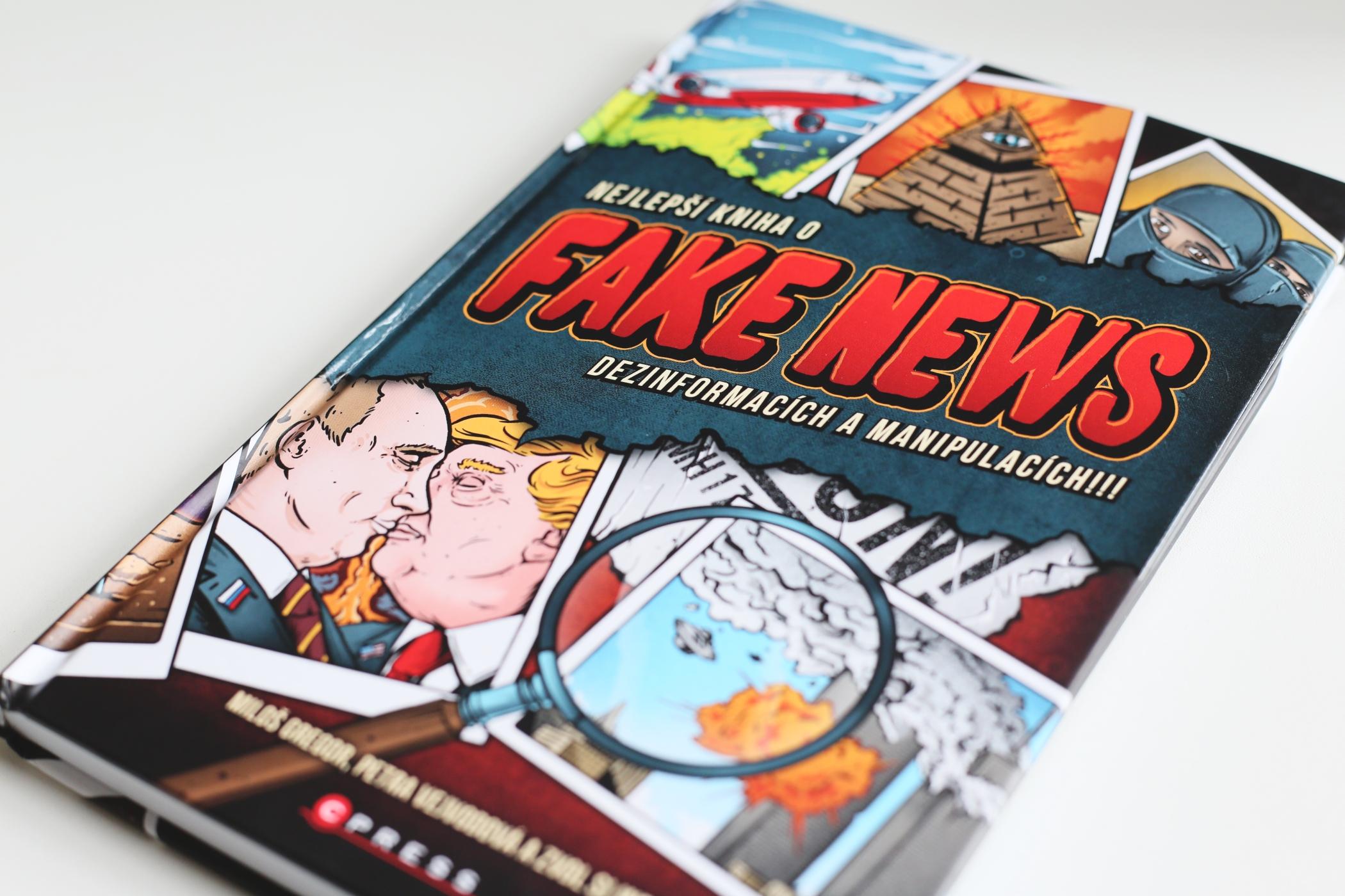 Přebal knihy Nejlepší kniha o fake news dezinformacích a manipulacích!!!