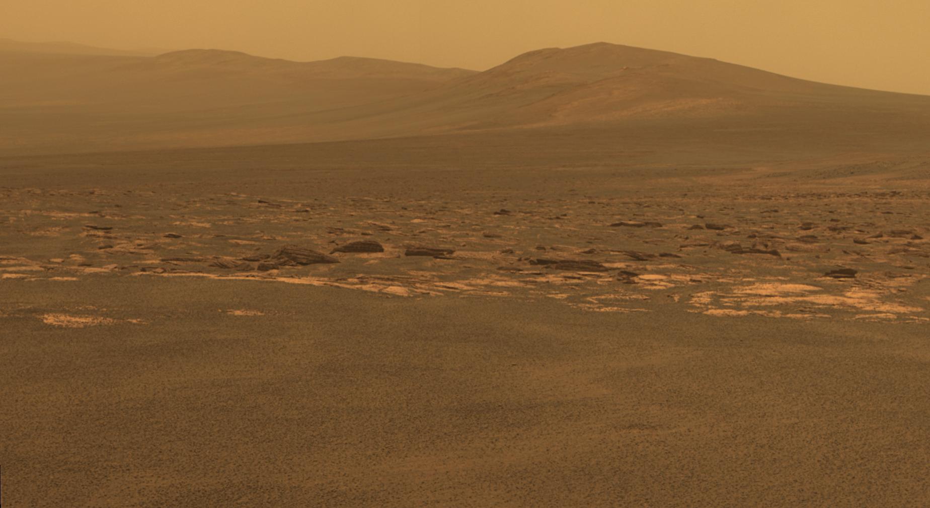 Západní okraj kráteru Endeavour na Marsu na fotografii z vozítka Opportunity