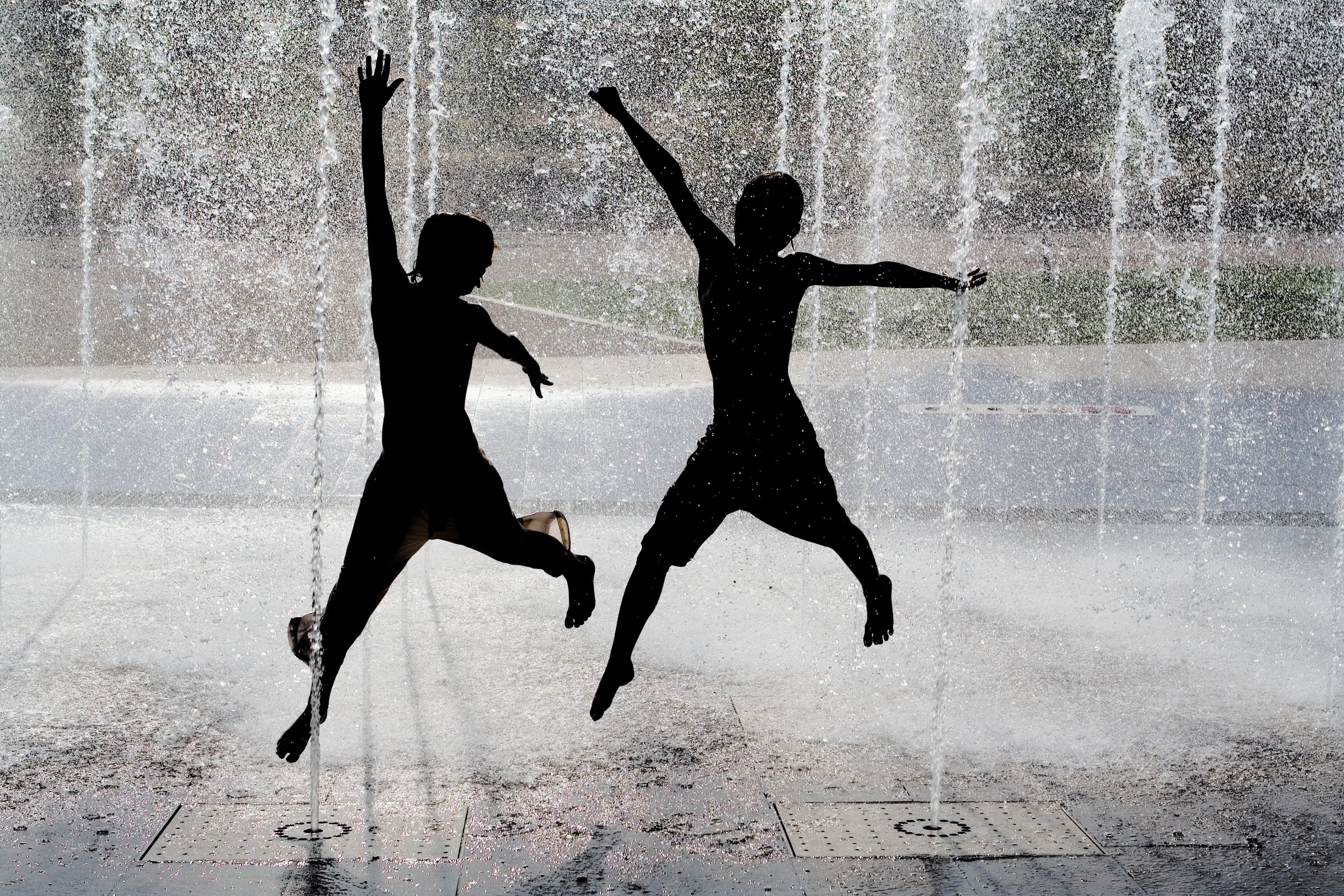 Léto - horko - fontána - město - teplo