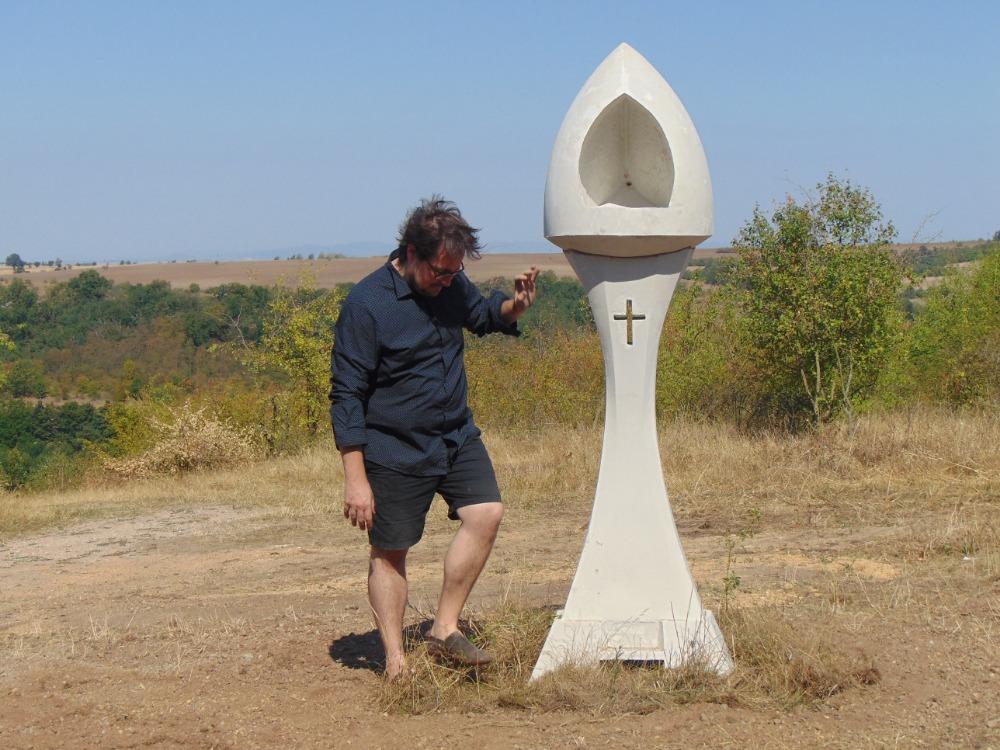 U obce Zákolany na okraji hradiště Budeč byla vysvěcena první Včelí boží muka v české krajině