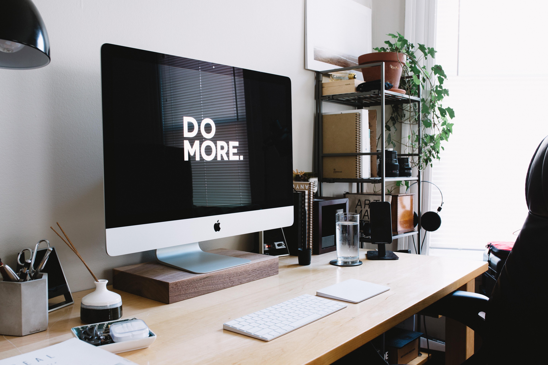 Workoholismus - práce - kancelář