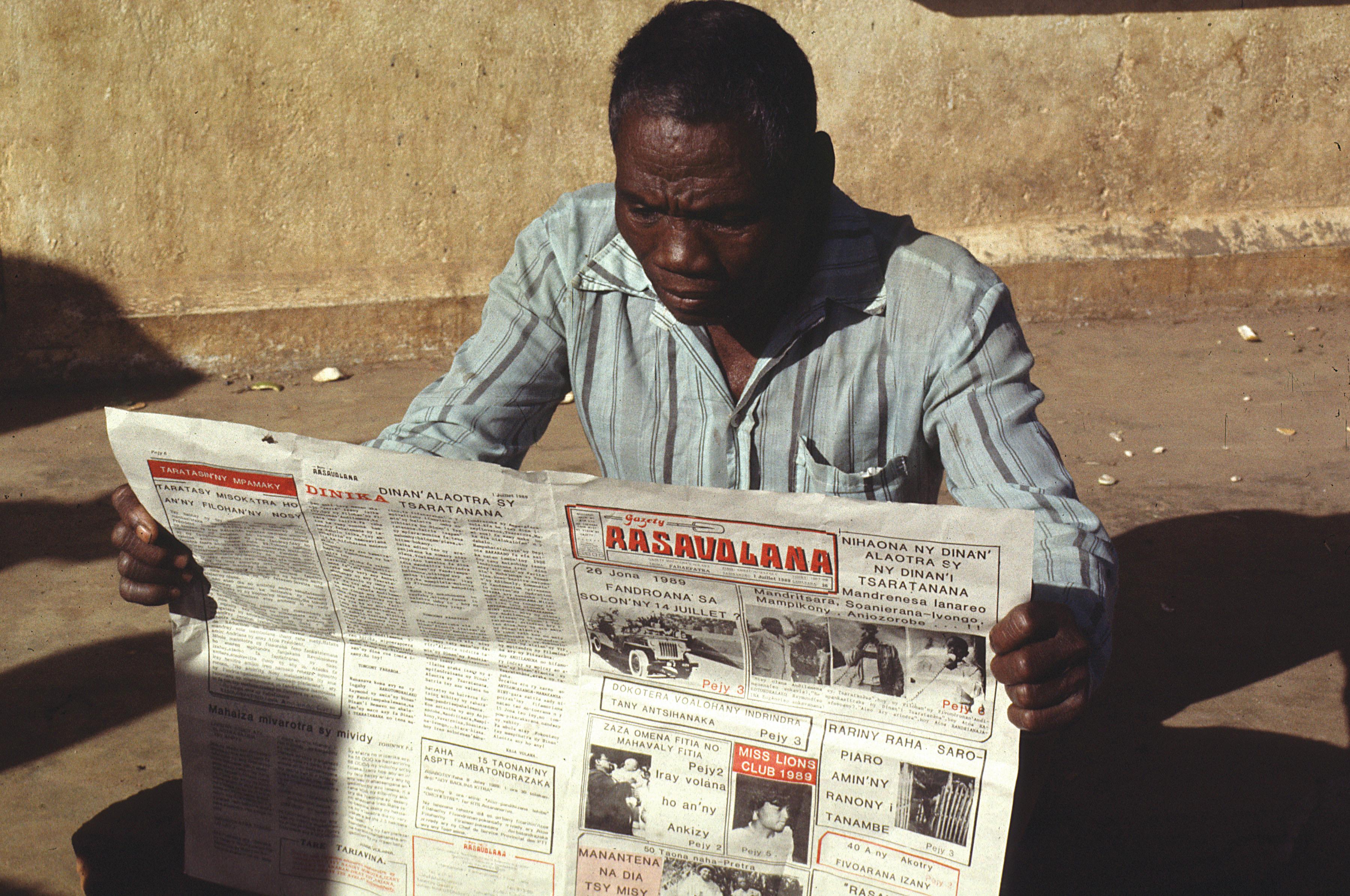 čtenář novin - Afrika - Madagaskar