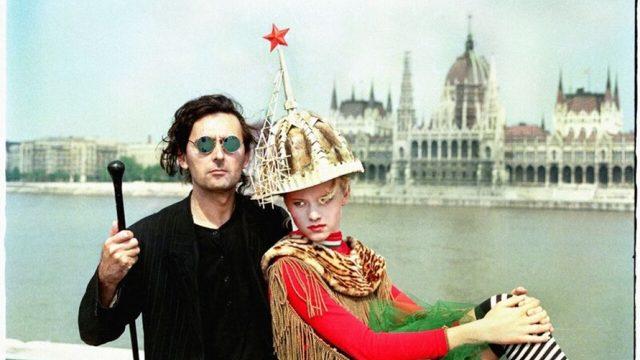 Tamás Király s modelkou (v pozadí je maďarský parlament), 1989