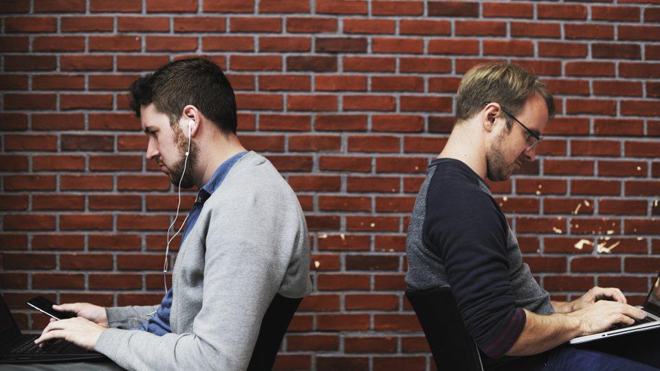 internet - sociální sítě - mobil