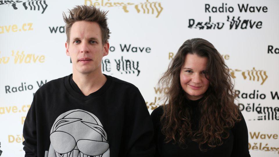 Michal Brenner, hudební dramaturg MeetFactory a spoluzakladatel platformy Shape, a Anna Mašátová, agentka a hudební publicistka