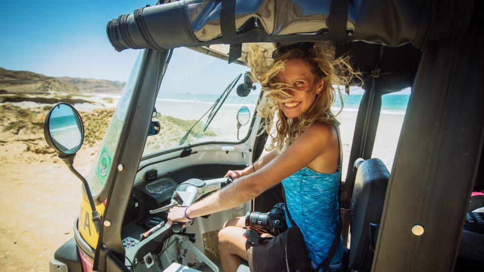 """Dobrodružství """"v holčičím stylu"""". Lucie Radová projela Jižní Ameriku v růžových tuktucích"""