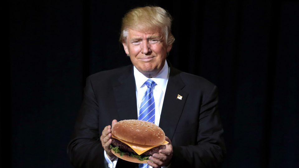 Je Donald Trump opravdu dítě přecpané hamburgery?