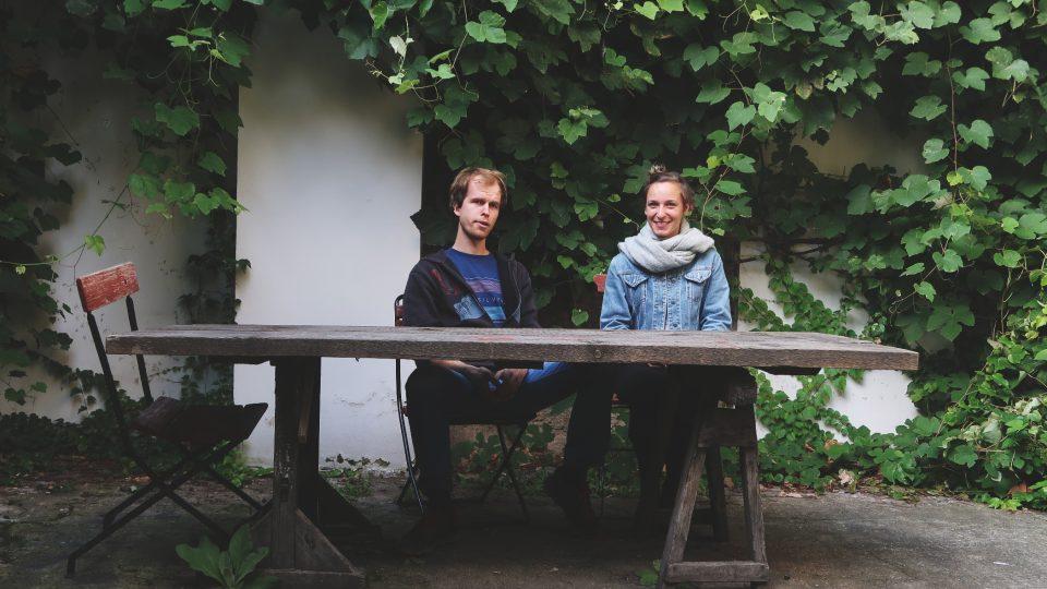 Vojta a Tereza organizují sousedské aktivity na Betlémském náměstí