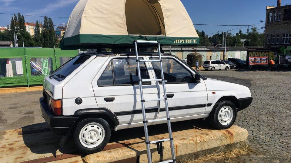 Joyride - značka dvou mladých dobrodruhů kteří rádi cestují autem, a tak si vyrobili vlastní domov