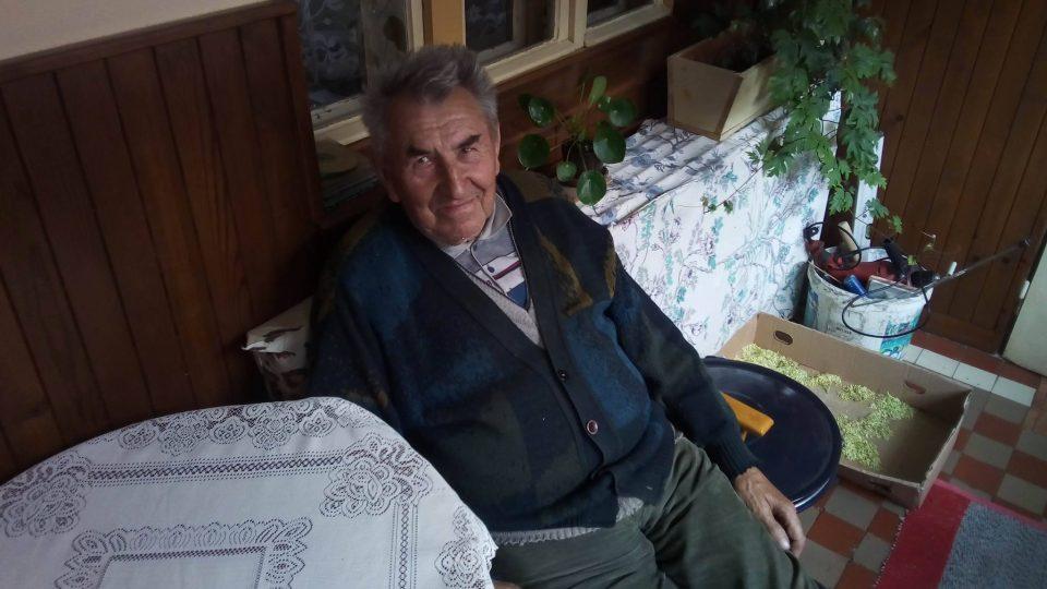 Pan Tomáš si pamatuje na příchod prvních Romů před sedmdesáti lety. Z těch nejmladších mám strach, kradou ovoce i za bílého dne, říká