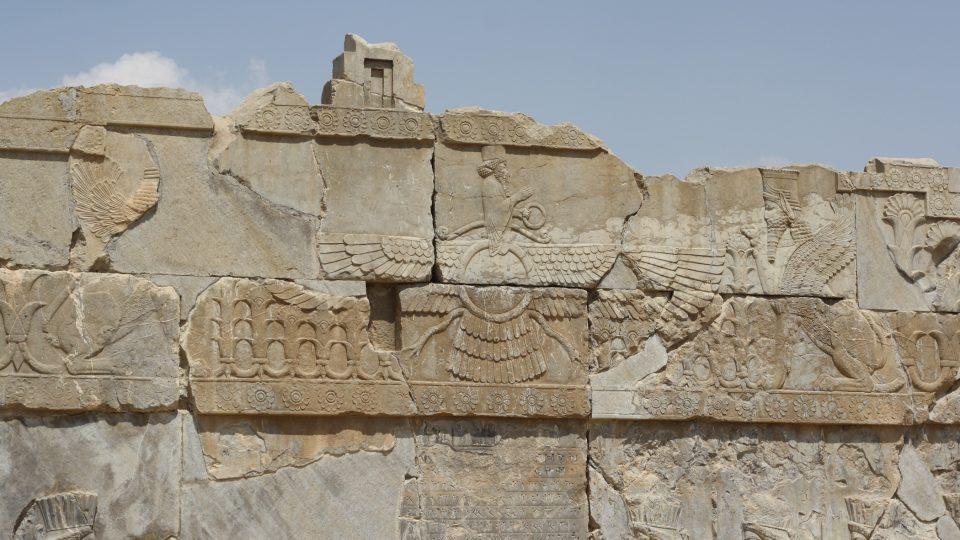 Nejvyšší zoroastrijský bůh Ahuramazda, představitel principu dobra. Jeho symbolem je oheň