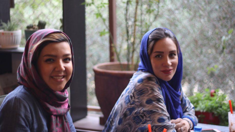 """""""Říkal vám někdo, že holky se na fyziku nehodí?"""" """"To si piš! Pořád, ale my se nedaly odradit."""" S elektroinženýrkami v Teheránu"""