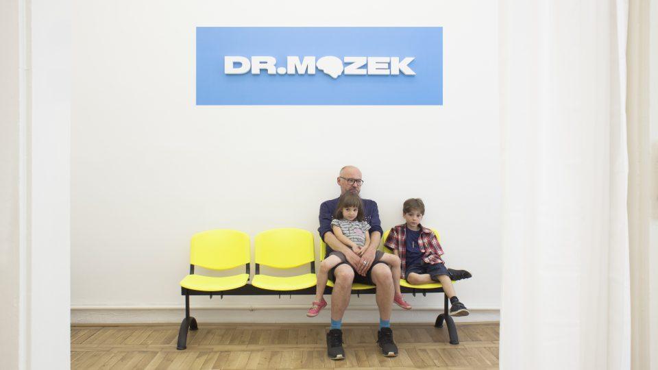 Ordinace doktora Mozka v pražské Nau Gallery, instalace absolventa VŠUP Jonáše Strouhala