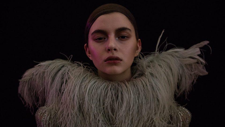 Z přehlídky haute couture kolekce Francesca Scognamiglia na MBPFW jaro 2017