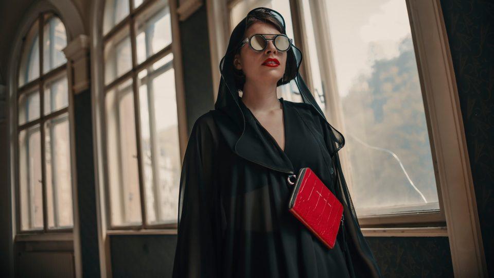 Katarzia s Bodybag a brýlemi Alexmonhart na KVIFF 2019