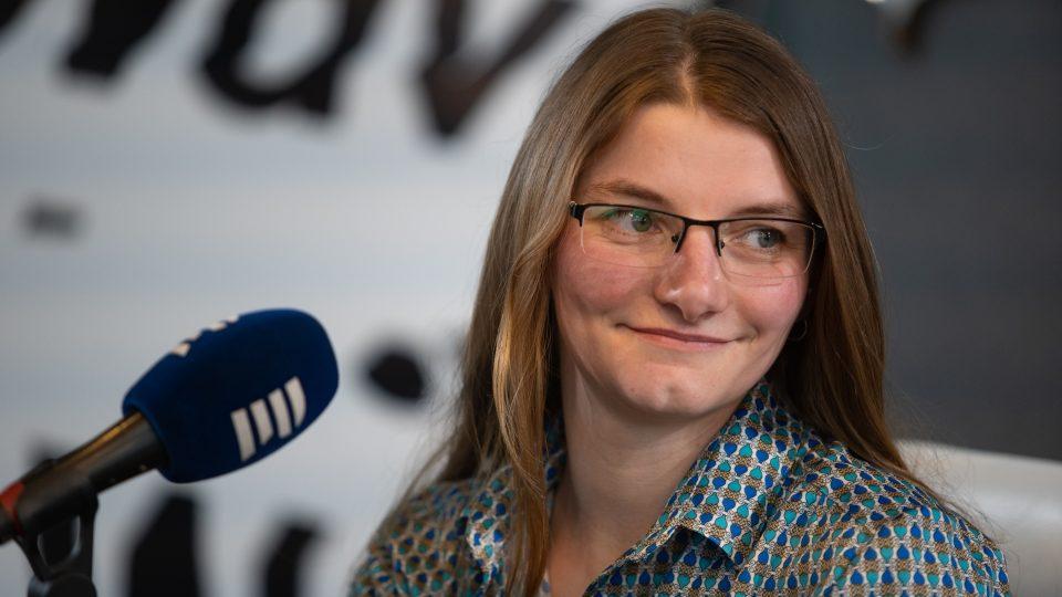 Cestovatelka Viktorka Hlaváčková. Horský Audioport z Ještědu