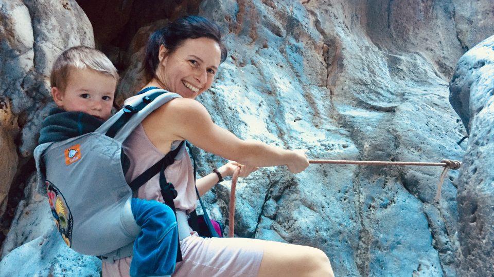 Veronika Hurdová alias Krkavčí matka se dobrodružnému cestování s dětmi nebrání, právě naopak