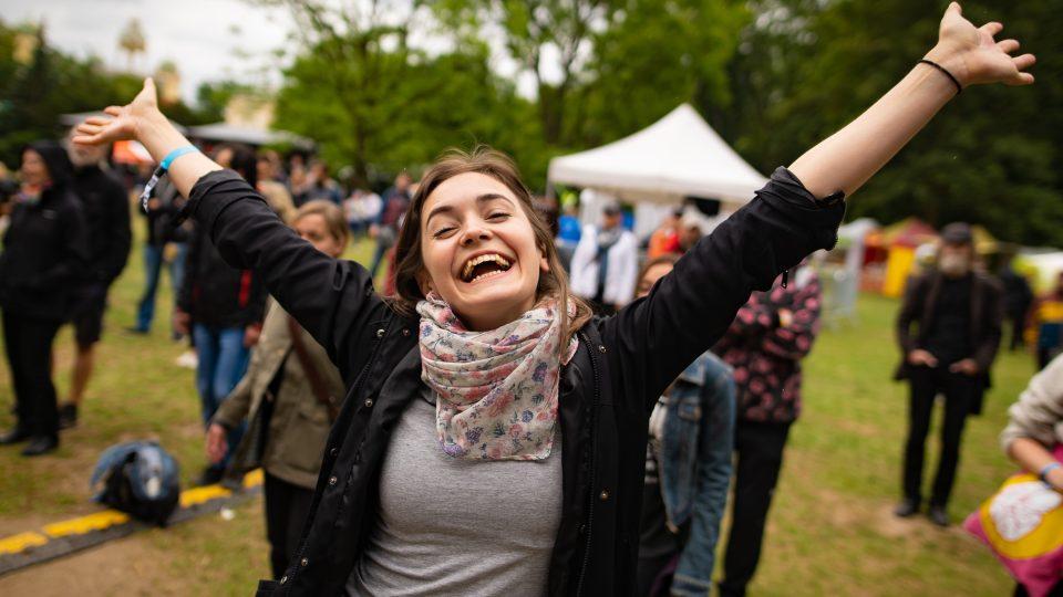 Publikum na sobotní Radio Wave New Stage na festivalu Metronome