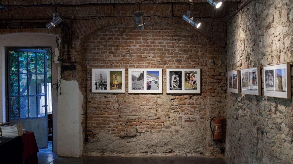 Výstava Loise Hechenblaiknera Behind the Mountains v Galerii Fotografic