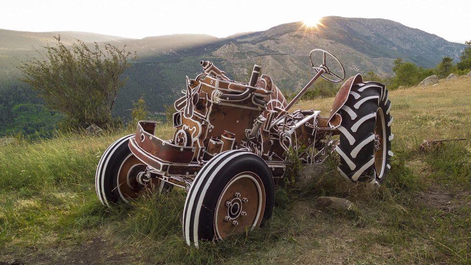 Kontury I, malba na traktor, Pyreneje, Latour de Carol, Francie 2016