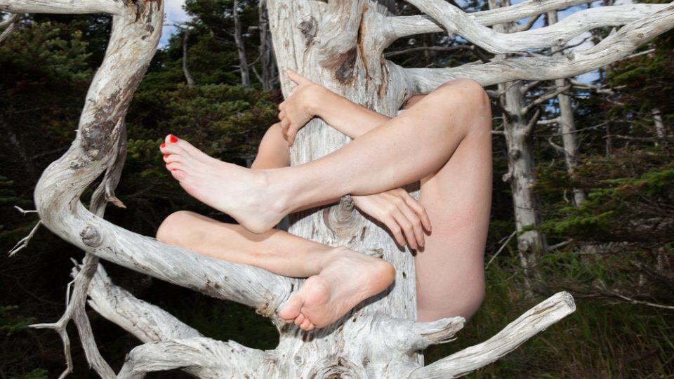 Ze série autoportrétů v přírodě Marie Tomanové