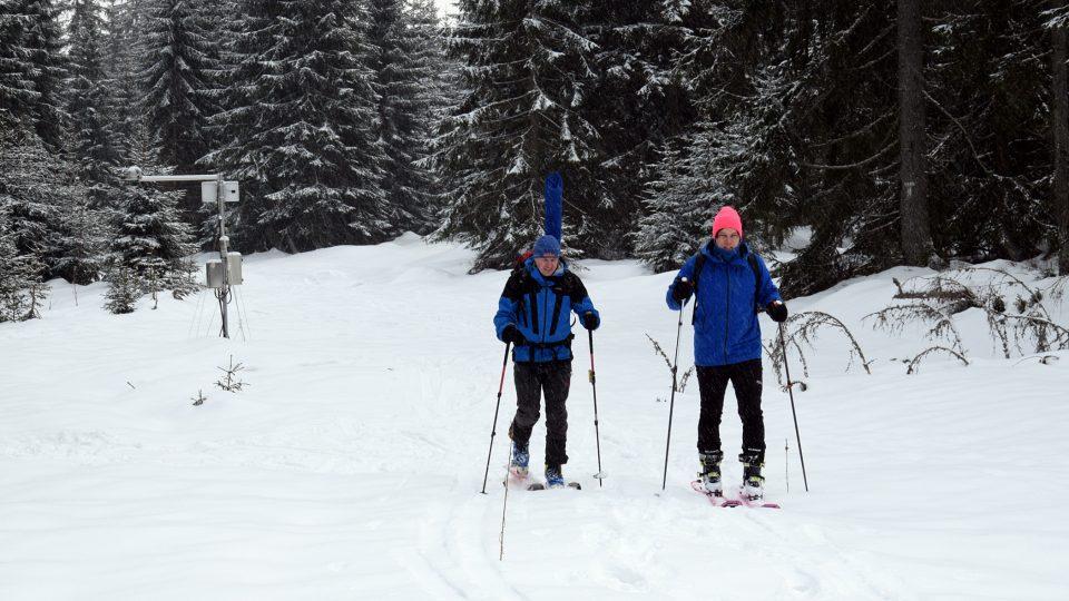Michal Jeníček a Ondra Šebestík na skialpu na Šumavě