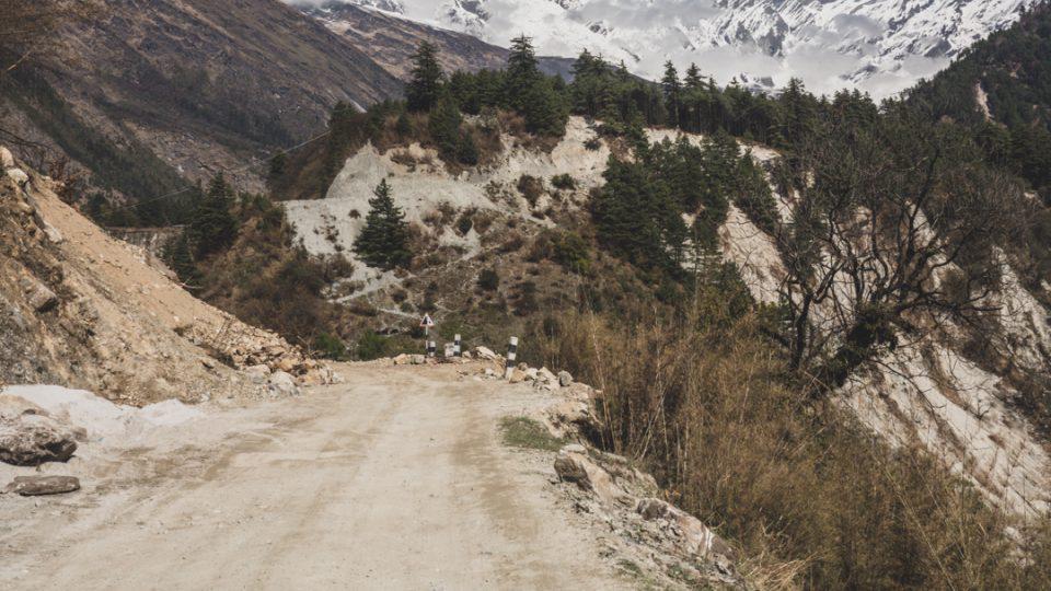 Údolí vedoucí k Daulaghiri. Nepál