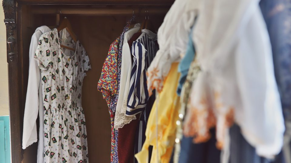Vedle autorského designu je v šatníku Lucie Králíkové spousta vintage oblečení z bazarů, sekáčů i pozůstalostí