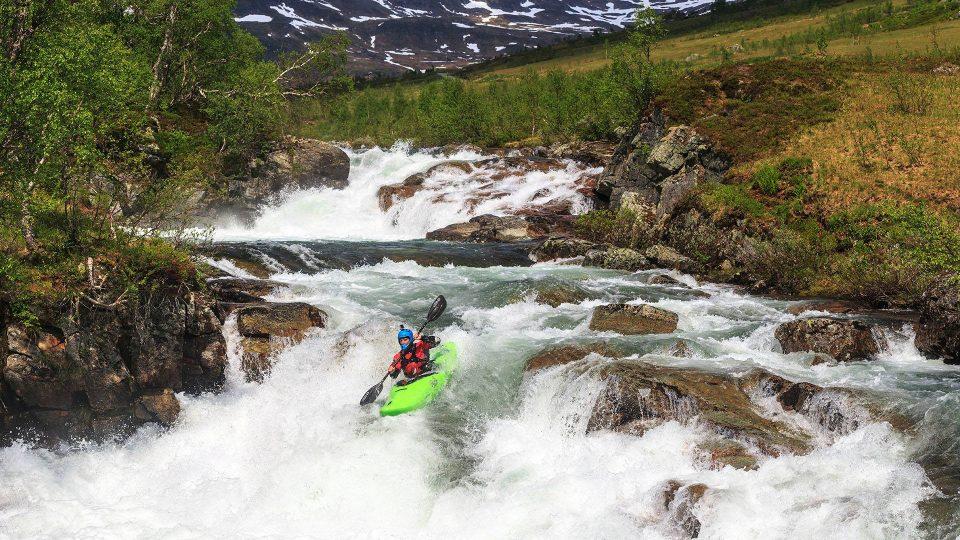 Skluzavky na horním úseku řeky Jordalselvi, Norsko