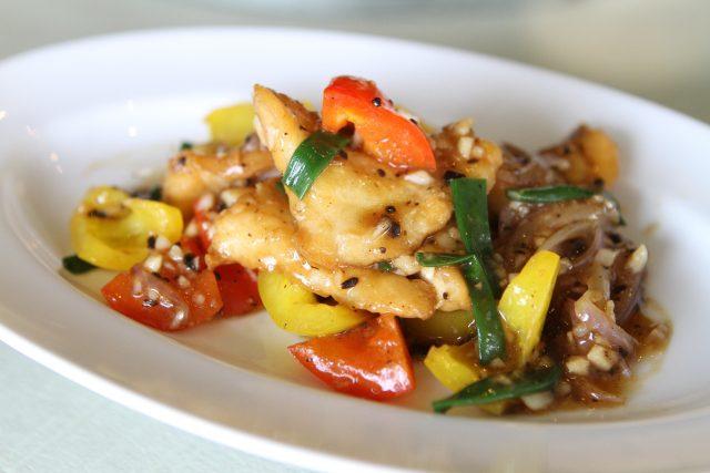 Smažená ryba s paprikami