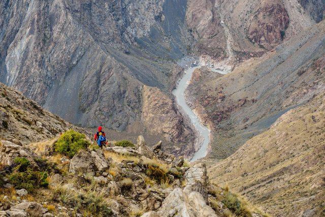Bigwater v Kyrgyzstánu. Sedm elitních kajakářů se spojilo, aby sjeli divokou řeku Sary Jaz v horských kaňonech Kyrgyzstánu
