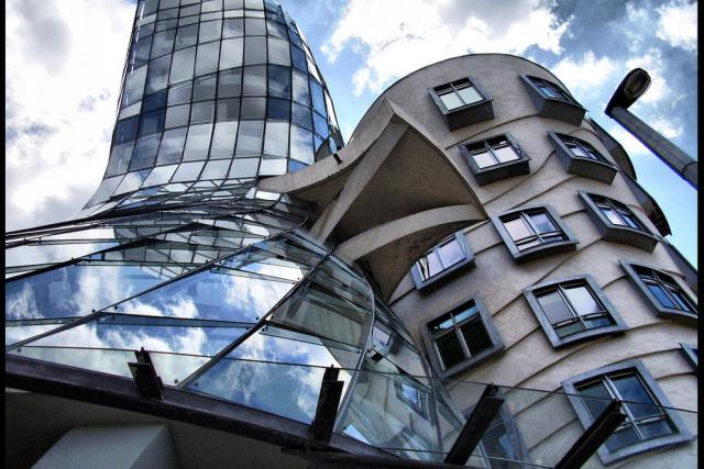 Tančící dům Vlada Miluniče a Franka Gehryho