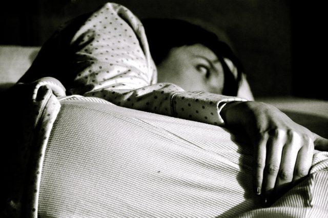 Nespíte? A víte proč? Spánek pravděpodobně ovlivňují i obrazovky, do kterých každý den koukáte (foto Alyssa L. Miller)