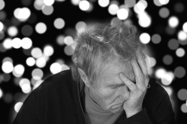 Alzheimerova choroba, smutek, nemoc, deprese