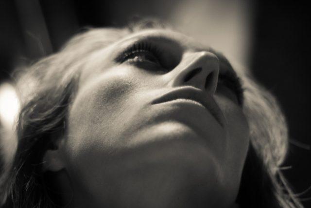 Žena, drogy, alkohol, deprese (foto Todd F Niemand)