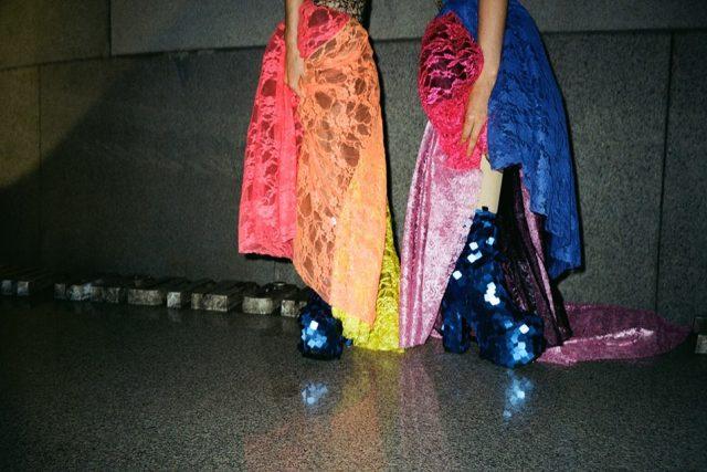 Backstage záběr z focení kampaně WRN, model studentky Royal Academy Antwerp Shayli Harrison