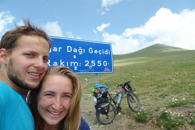 Na kole z Istanbulu přes Turecko, Gruzii, Arménii a Írán až k Indickému oceánu