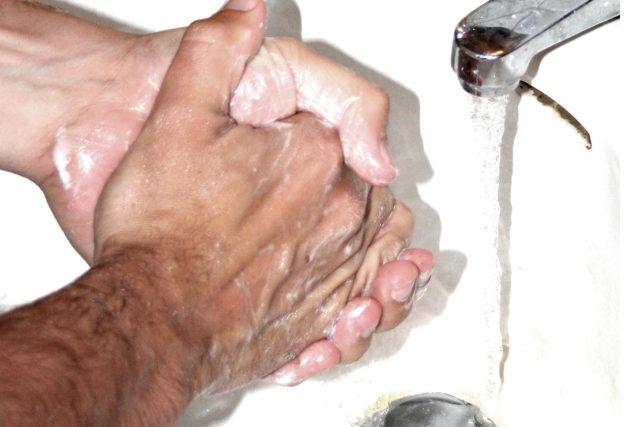 Mytí rukou | foto: Public domain,  Lars Klintwall Malmqvist