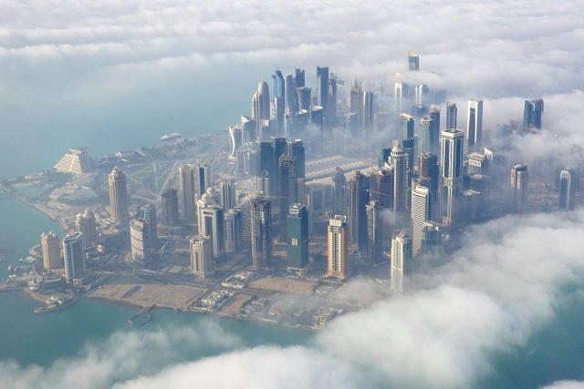 Mraky nad katarským hlavním městem Dauhá