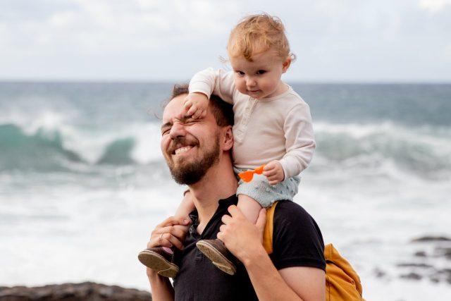 Táta a dítě | foto: Pexels,  CC0 1.0