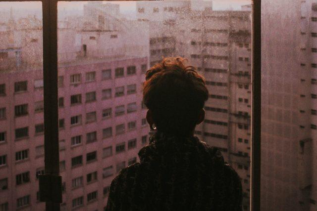 smutek - paneláky - město - deprese - osamění