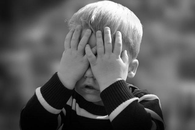 Dítě - chlapec - strach - smutek