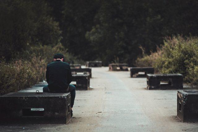 smutek - samota - odcizení - poslech - hudba ticha