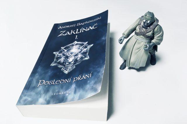 Kniha Zaklínač Andrzeje Sapkowského   foto: Jonáš Zbořil,  Český rozhlas