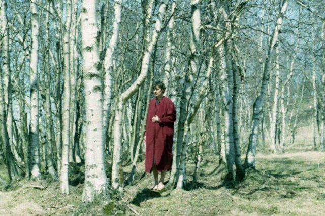 Lucie Králíková ve svém oblíbeném rudém kabátu pro první jarní den