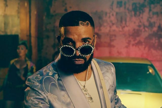 Drake v klipu k tracku Way 2 Sexy   foto: Profimedia