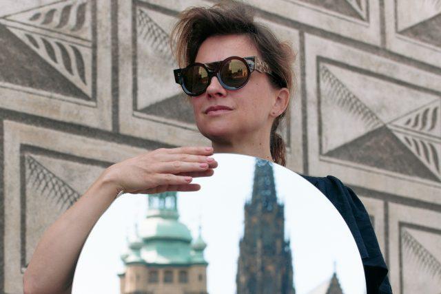 Brýle pro první českou prezidentku. Jejich autorkou je Nastassia Aleinikava