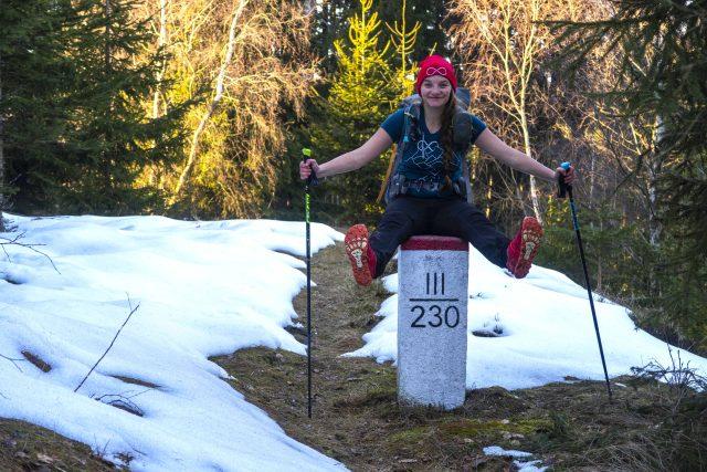 Viktorka Hlaváčková, které proslula přechody kompletních Karpat nebo Kavkazu, žije v současnosti ve Východních Čechách, přímo její obec sousedí částečně s Polskem