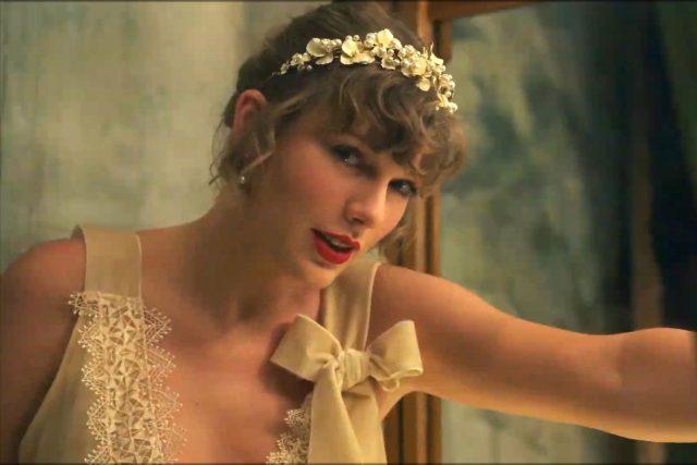 Taylor Swift ve videu k písni Willow