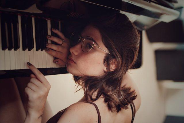 piano, nuda, smutek